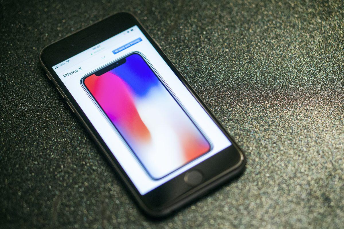 iPhone X vanema mudeli ekraanil