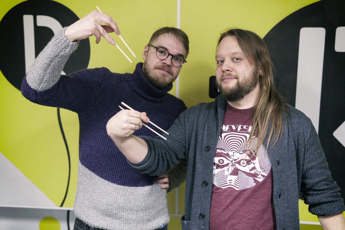 Ivo ja Rainer söögipulkadega