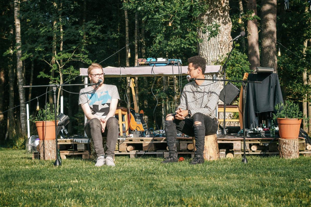 Ivo ja Jim istuvad pakkude peal